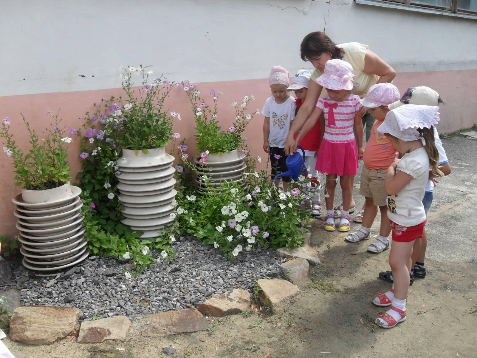 Картинки дети поливают цветы 8